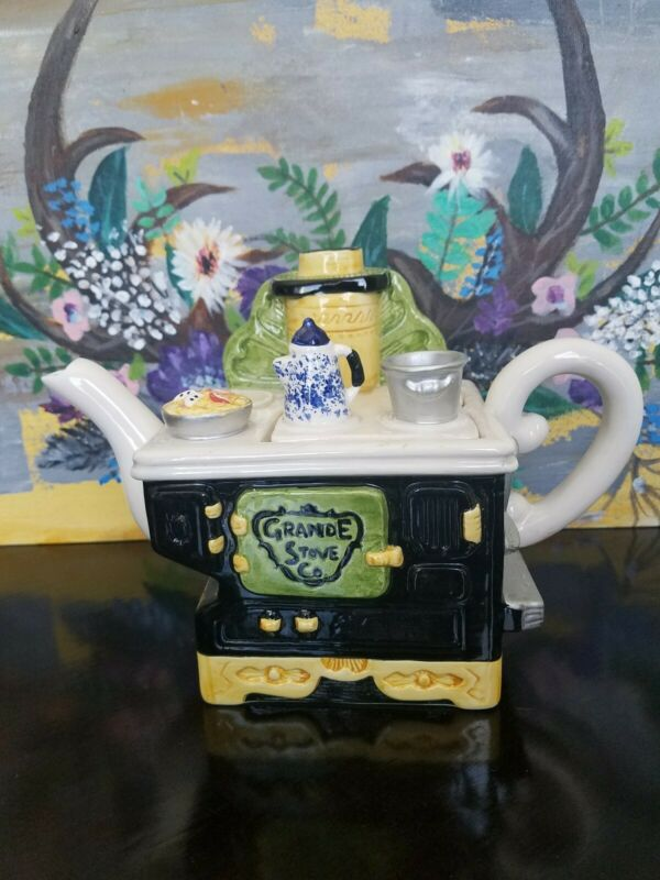 Vintage 1995 Lotus Ceramic Grand stove CO. teapot novelty