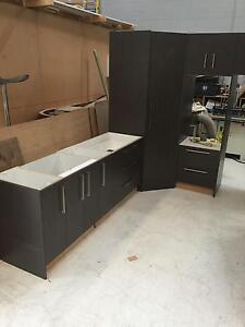 IYK ex showroonm display kitchen cabinets Para Hills West Salisbury Area Preview