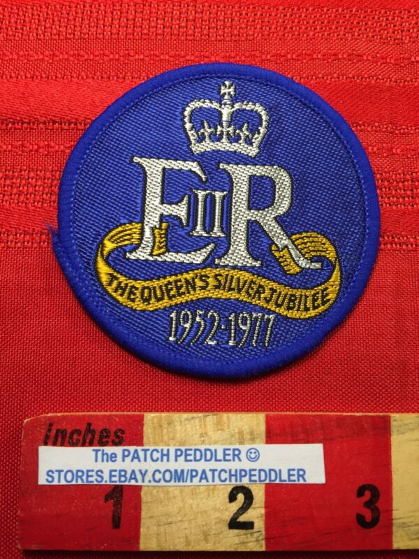 VTG QUEEN ELIZABETH SILVER JUBILEE England UK Souvenir Patch 1952-1977  62UU