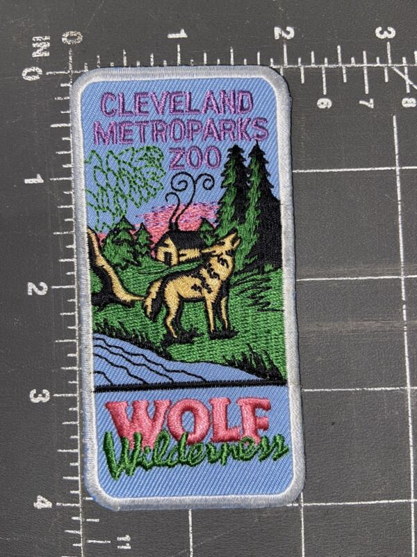 Vintage Cleveland Metroparks Zoo Wolf Wilderness Patch Ohio OH Wolves 1997 Trek