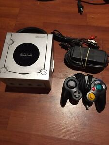 Nintendo Gamecube video game system works excellent