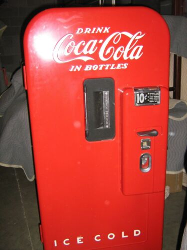 Beautifully Restored Antique Coca-Cola Machine Vendo V39 Circa 1949