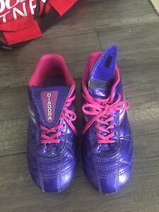 Girl soccer cleats- size 6.5 Y