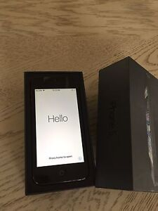 Iphone 5 black 16gb excelent condition 90$ bell