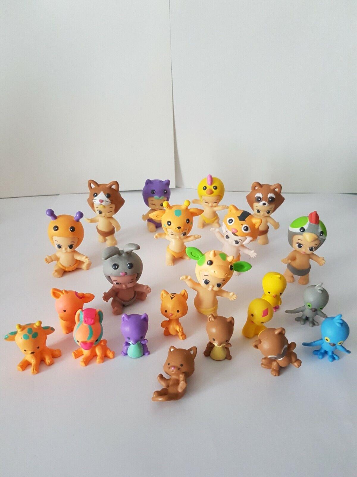 Lot de 22 figurines twozies (10 bébés et 12 animaux)