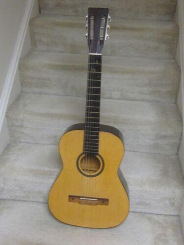 Vintage Silvertone N-7 Classical guitar- nice shape,chipboard case,1960