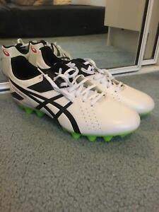 brand new ASICS soccer shoes with no shoes box