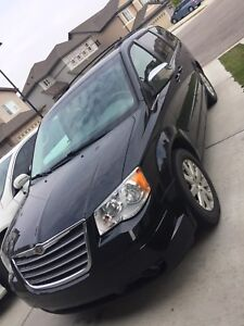 2008 chrysler town & country (loaded)