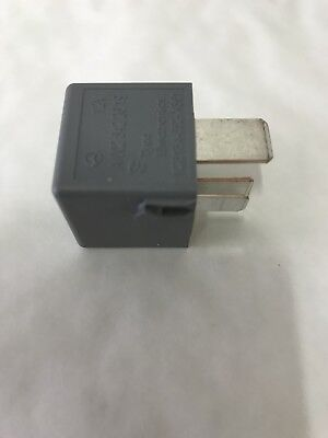 Genuine Mercedes-Benz Grey 4-Pin Fuse Box Relay A0025422619 NEW