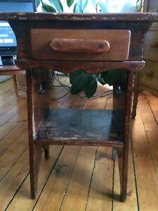 Antique nightstand / table de chevet antique