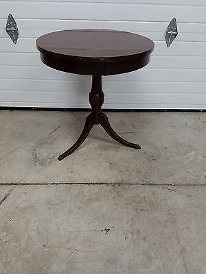 """Mahogany Pie Crust End Table By Mersman  """" NICE """""""