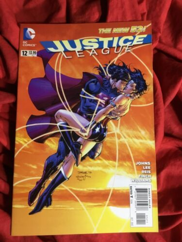 JUSTICE LEAGUE #12~WONDER WOMAN & SUPERMAN KISS EMBRACE~JIM LEE COVER ART~