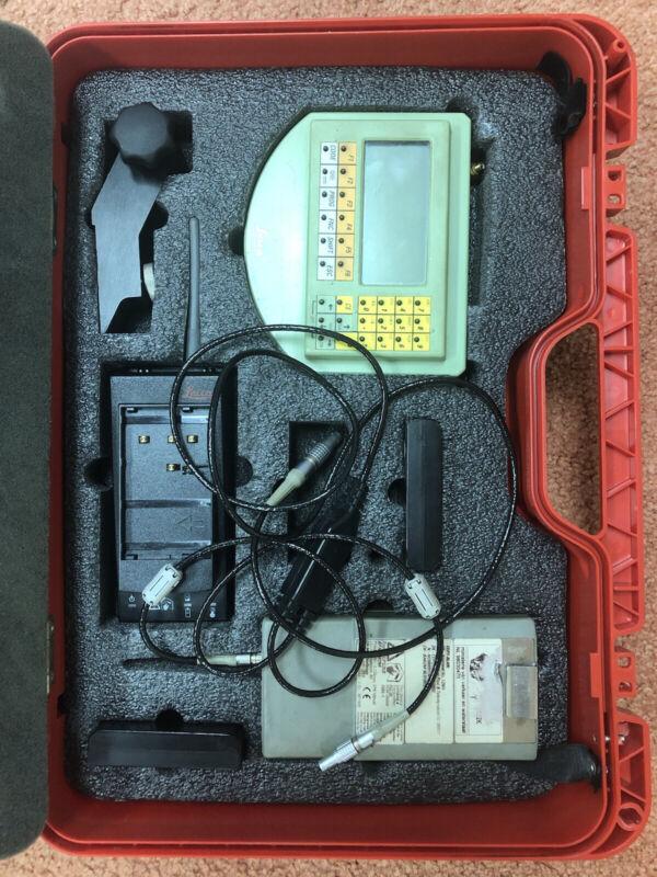 LEICA RCS1100 W/CASE, PRISM, BATTERIES