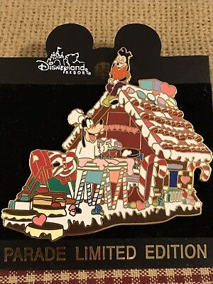 GOOFY & MAX PARADE PIN — CHRISTMAS GINGERBREAD HOUSE FLOAT — DISNEY PIN LE](Christmas Parade Floats)