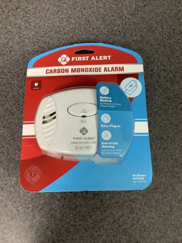 First Alert CO605 Carbon Monoxide Plug-In Alarm with Battery