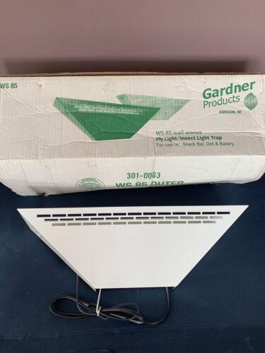 Gardner WS-85 White Wall Sconce Fly Trap Light, 120 V