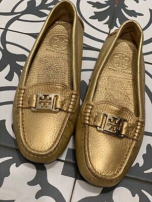 TORY BURCH KENDRICK GOLD LEATHER DRIVING SHOES LOAFERS GOLD TONE LOGO DECORATION