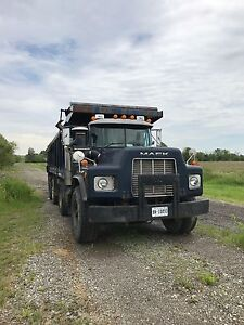 FOR SALE 1999 Mack RB688S