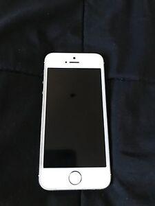 iPhone 5s 16g avec BELL comme neuf  Québec City Québec image 1