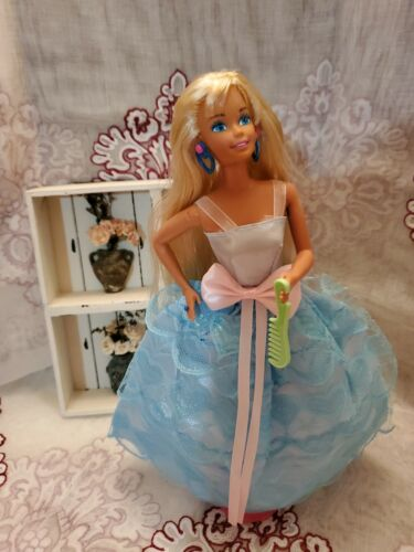 Mattel Barbie Doll Twist N Turn 1980s- Blonde With 3 Outfits  - $12.00