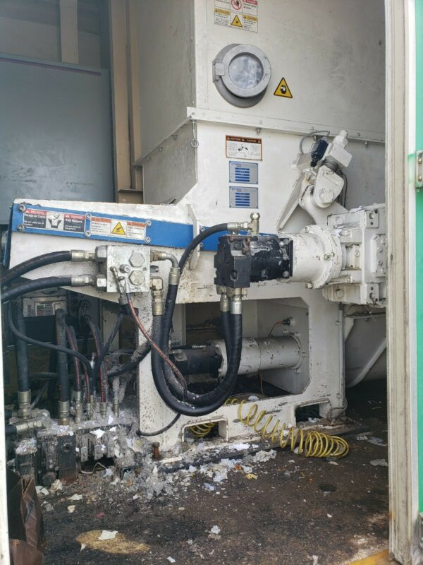 2005 Vecoplan RG32 XLM FS400M Hydraulic Powered Shredder / Grinder