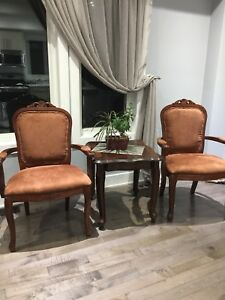 Tow Antique chair for sale in good condition