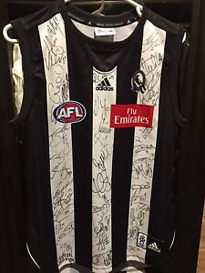 Collingwood Football club 2010 premiership signed jumper Hurstbridge Nillumbik Area Preview