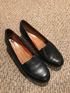 Ladies size 11 Clarks - black