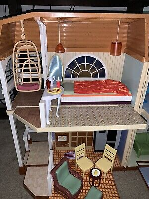 Disney Hannah Montana Malibu Beach House Barbie doll house with furniture 2008