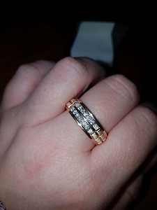 Mens 14 Carat Gold Ring with diamonds. Size T. Urgent sale. Morphett Vale Morphett Vale Area Preview