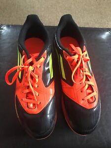 Soccer Shoes / Cleats (boys) Size 4