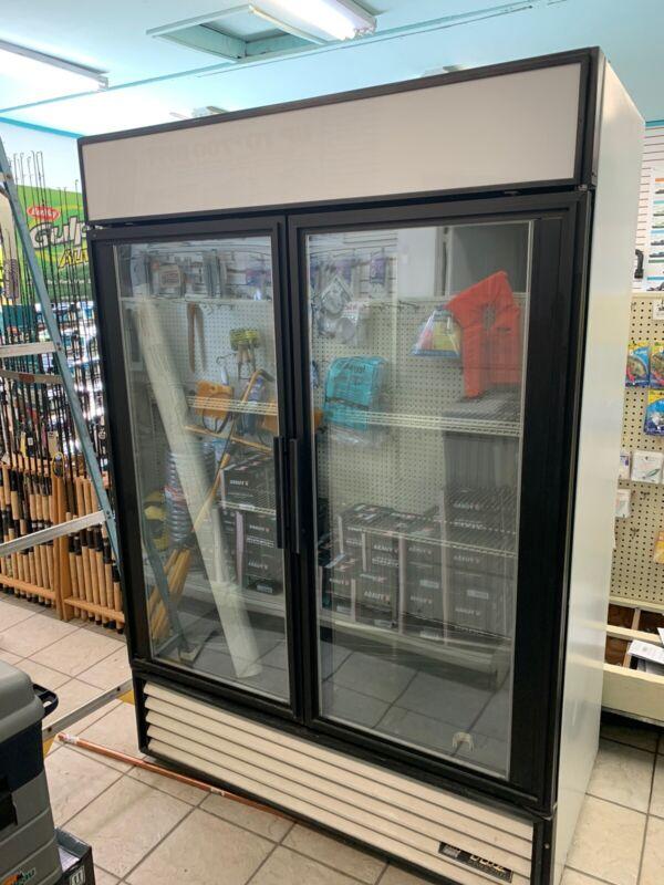 True GDM-49F Display Freezer 49 CuFt Merchandiser 2 Glass Door