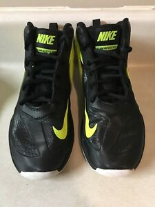 Nike team hustle DT youth basketball shoes size 1.5