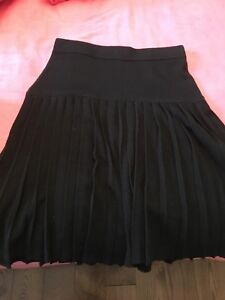 Ladies BCBG size small knit pleated skirt
