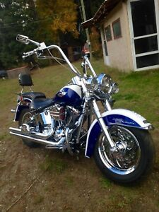 Harley softail  customized.  Whith lots of Crome goodies