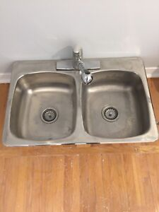 Stainless steel sink and extendable faucet