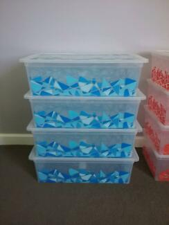 8 PLASTIC STORAGE BOXS IN TWO SIZES