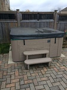 Hot tub 6-person with lounger