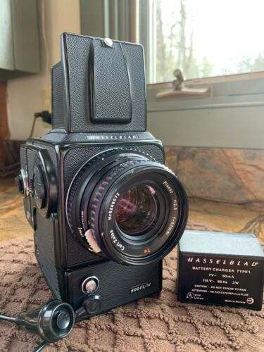 Hasselblad 500 EL/M with Carl Zeiss 80MM Planar 2.8 lens Includes 120 film back!