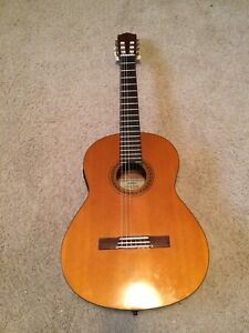 Electric Classical Yamaha Guitar New Strings obo