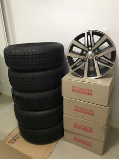 Toyota hilux Sr5 wheel and tyre