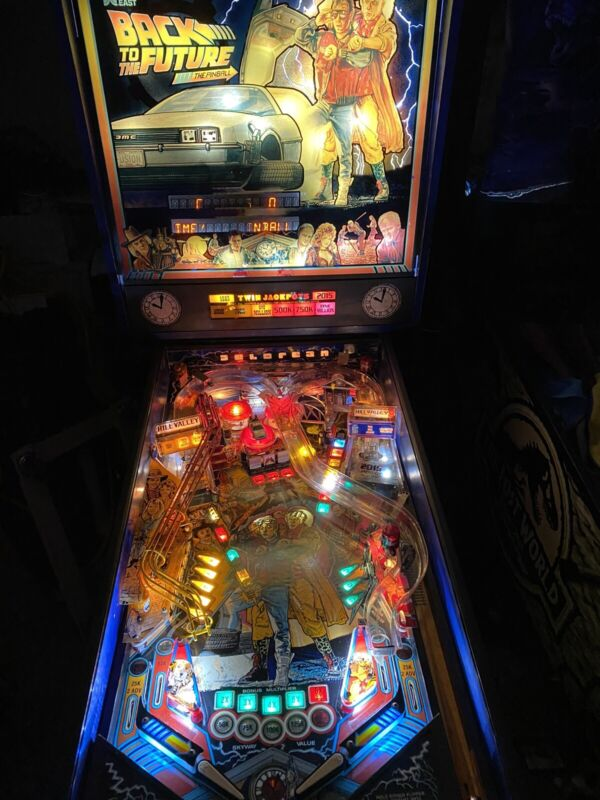 Back  to the Future  pinball machine Arcade By data East