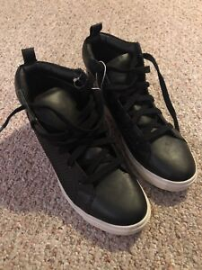 New size 10 men's shoes by Mossimo