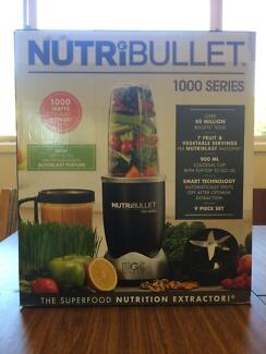 NutriBullet 1000 Series 9-Piece Set Blender --- only used once!