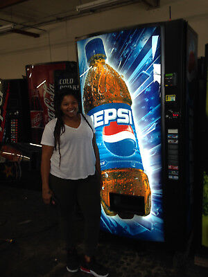 Vendo Multi Price Soda Vending Mach.1216 20oz Pepsi 10 Select W Credit Card