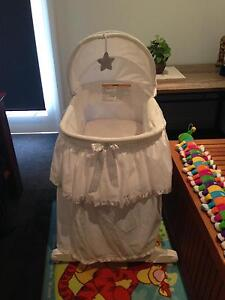 GIVE AWAY BABY BASSINET Cambridge Clarence Area Preview