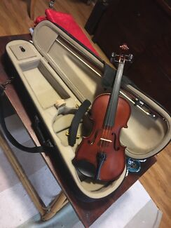 3/4 size violin with spare strings