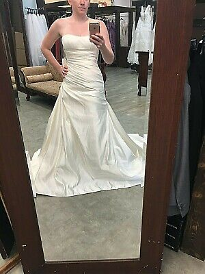 New Bridal Gown La Sposa Wedding Dress Loira Fit and Flare A Line Ivory Satin Floor Length Ruched Satin