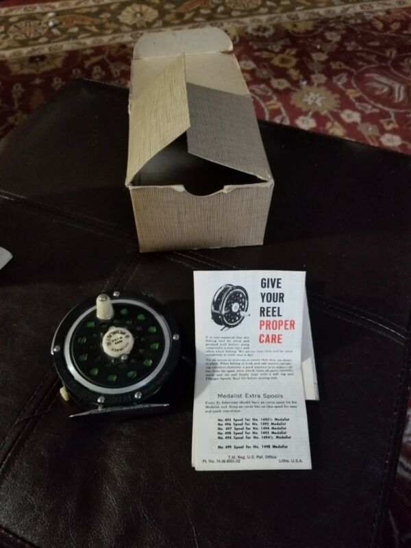 Vintage Pflueger Medalist #1494 DA Fly Fishing Reel With Box- Made In USA