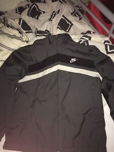Nike wind runner 10/10 condition